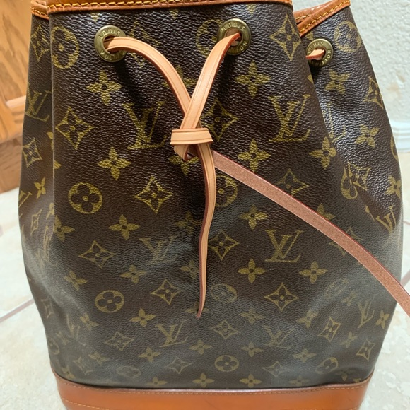 Louis Vuitton Handbags - Louis Vuitton Epi Noe Shoulder Bag